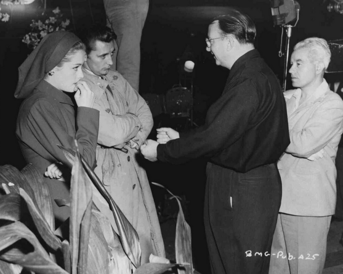 Jane Greer, Robert Mitchum, Jacques Tourneur and DP Nicholas Musuraca Out of the Past-2 copy