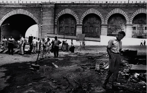 The shooting of the film's prologue, outdoors in Manhattan, near the Brooklyn Bridge, was beset by problems. Beckett pondered what to do, and settled on a major revision of his film's opening sequence.